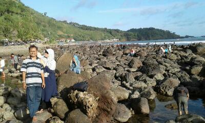 H3 Idul Fitri 1438 H, Pantai Menganti Dipadati Puluhan Ribu Pengunjung