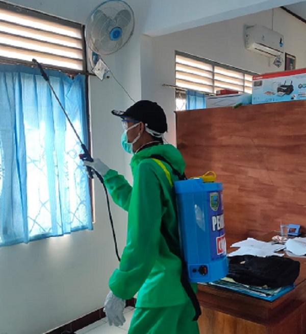 Kecamatan Rowokele Agendakan Rutin Penyemprotan Disinfektan