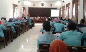 Drs.Wahib Tamam M.Si Lepas Kepulangan 63 Mahasiswa/i KKN UNS Solo
